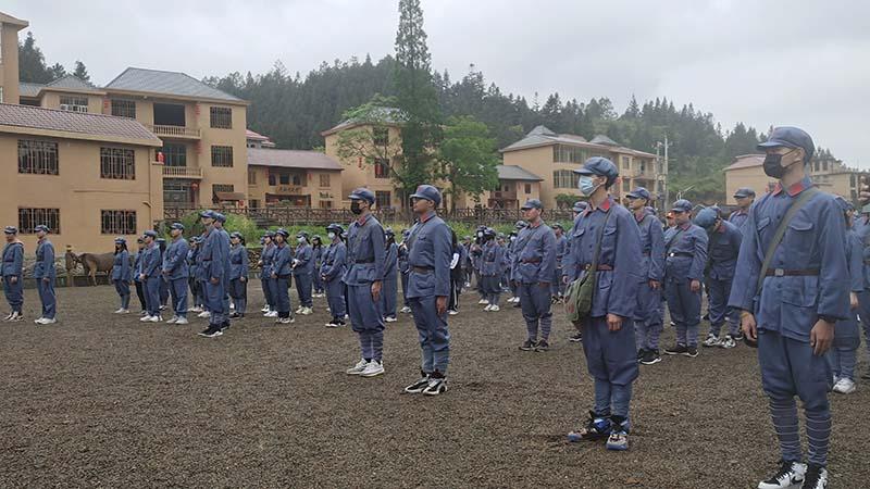 热烈欢迎深圳中加学校全体师生抵达基地参加此次红色研学旅行